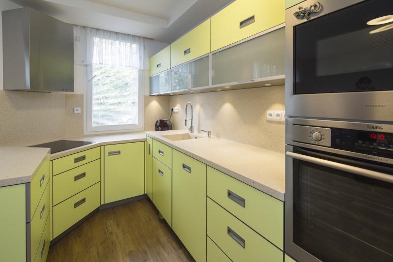 moderní kuchyň s corianem