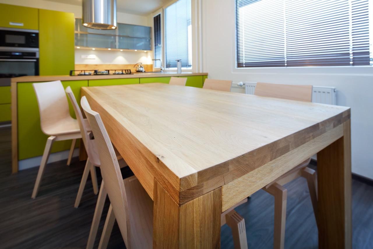 Designový jídelní stůl z masivu